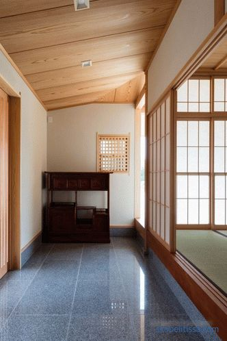 Hiiragi House - U-shaped house in the center of which is a courtyard and family tree