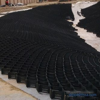 Geogrid for tracks in the country: types and installation technology