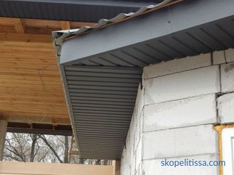 Variants of filing the overhangs of the roof with a soffit, sheeting or plastic, photo, video