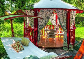 How to paint a gazebo from wood: features of materials and their use
