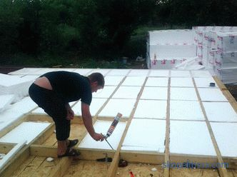 The floor in the frame house on screw piles: insulation, construction, device, photo