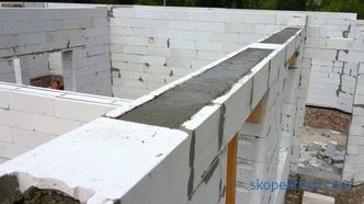 Armopoyas in the house for aerated concrete under the floor beams, do we need armopoyas for a one-story house, photo